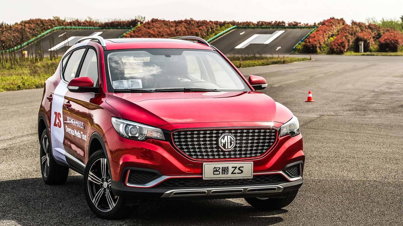Deeply dished grille on MG ZS