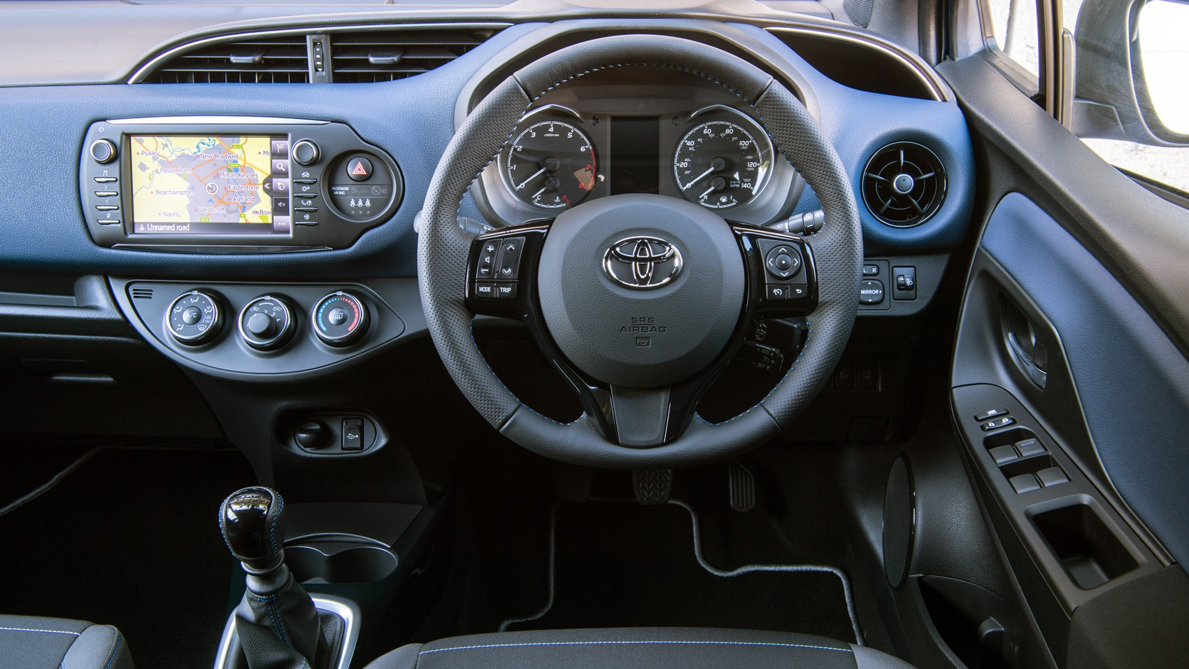 Toyota yaris facelift 2017 review by car magazine for Interior toyota yaris