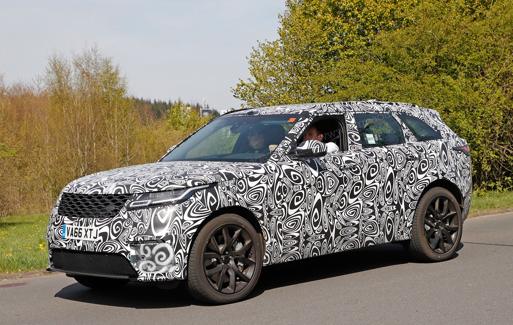 new 2019 range rover velar svr spied by car magazine. Black Bedroom Furniture Sets. Home Design Ideas