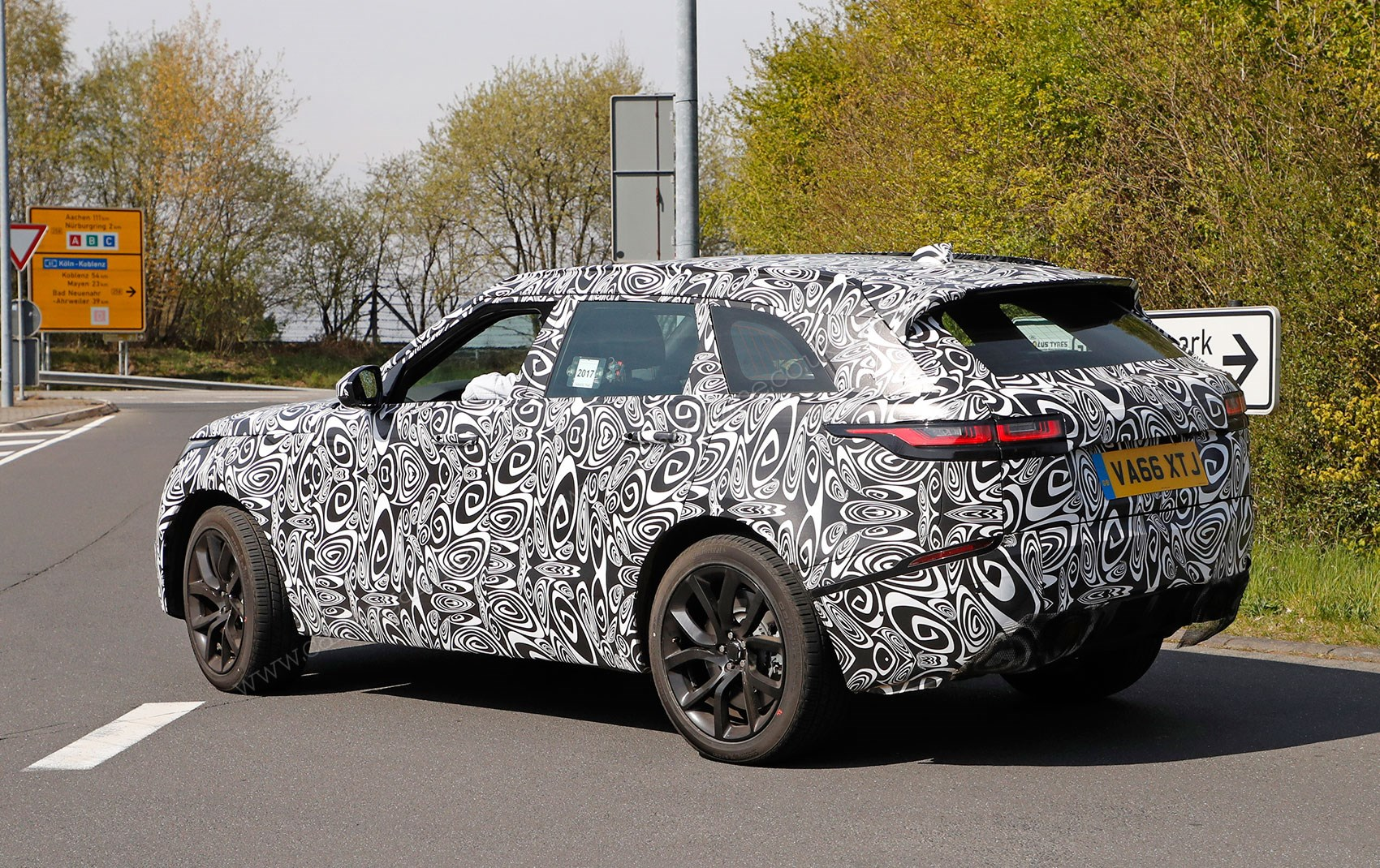 New 2019 Range Rover Velar SVR spied | CAR Magazine