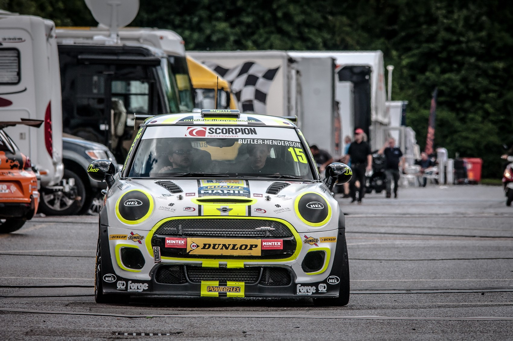 Minis on maximum attack – how it feels to race in the Mini