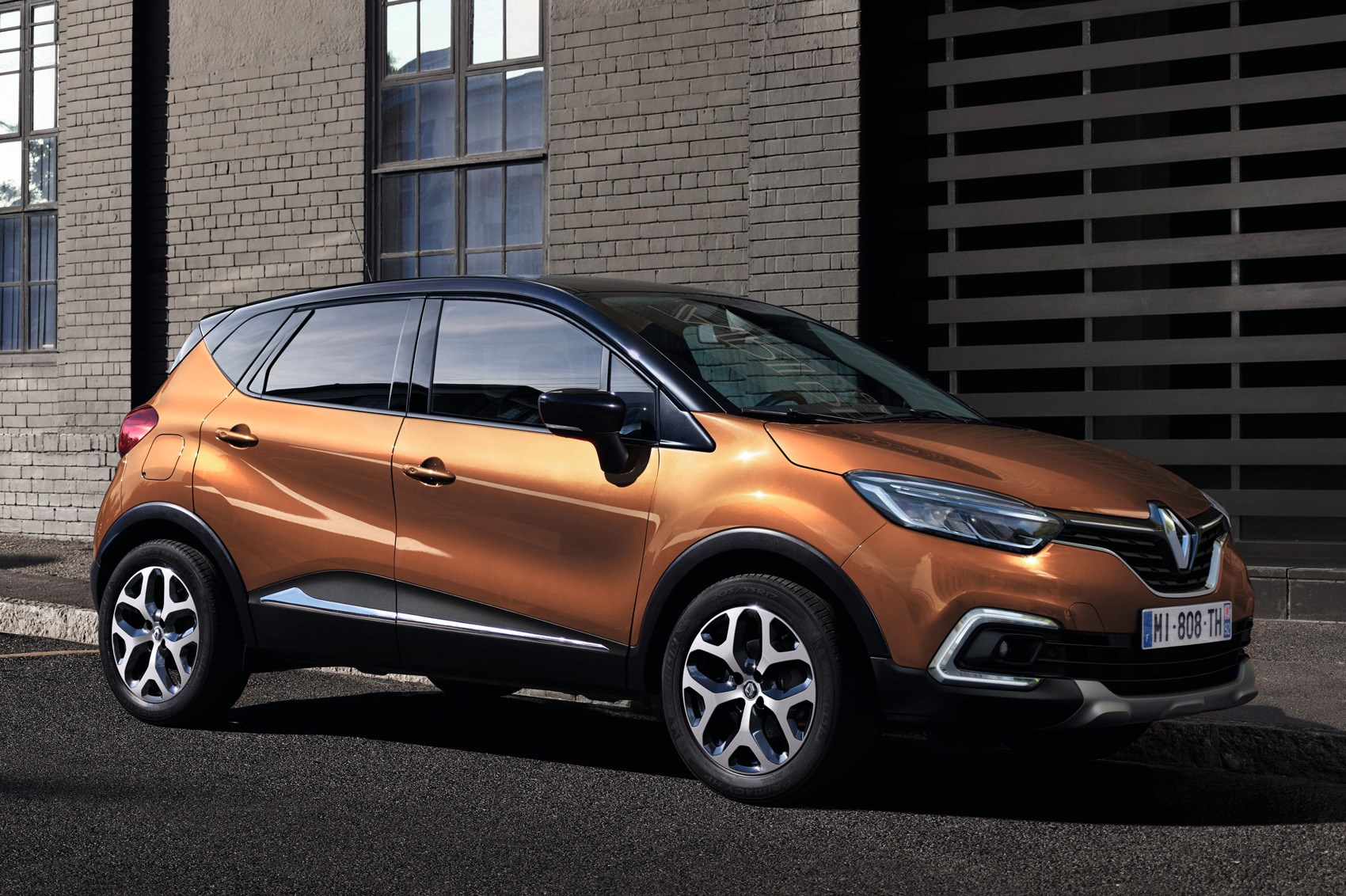 new renault captur nip and tuck time for french crossover. Black Bedroom Furniture Sets. Home Design Ideas