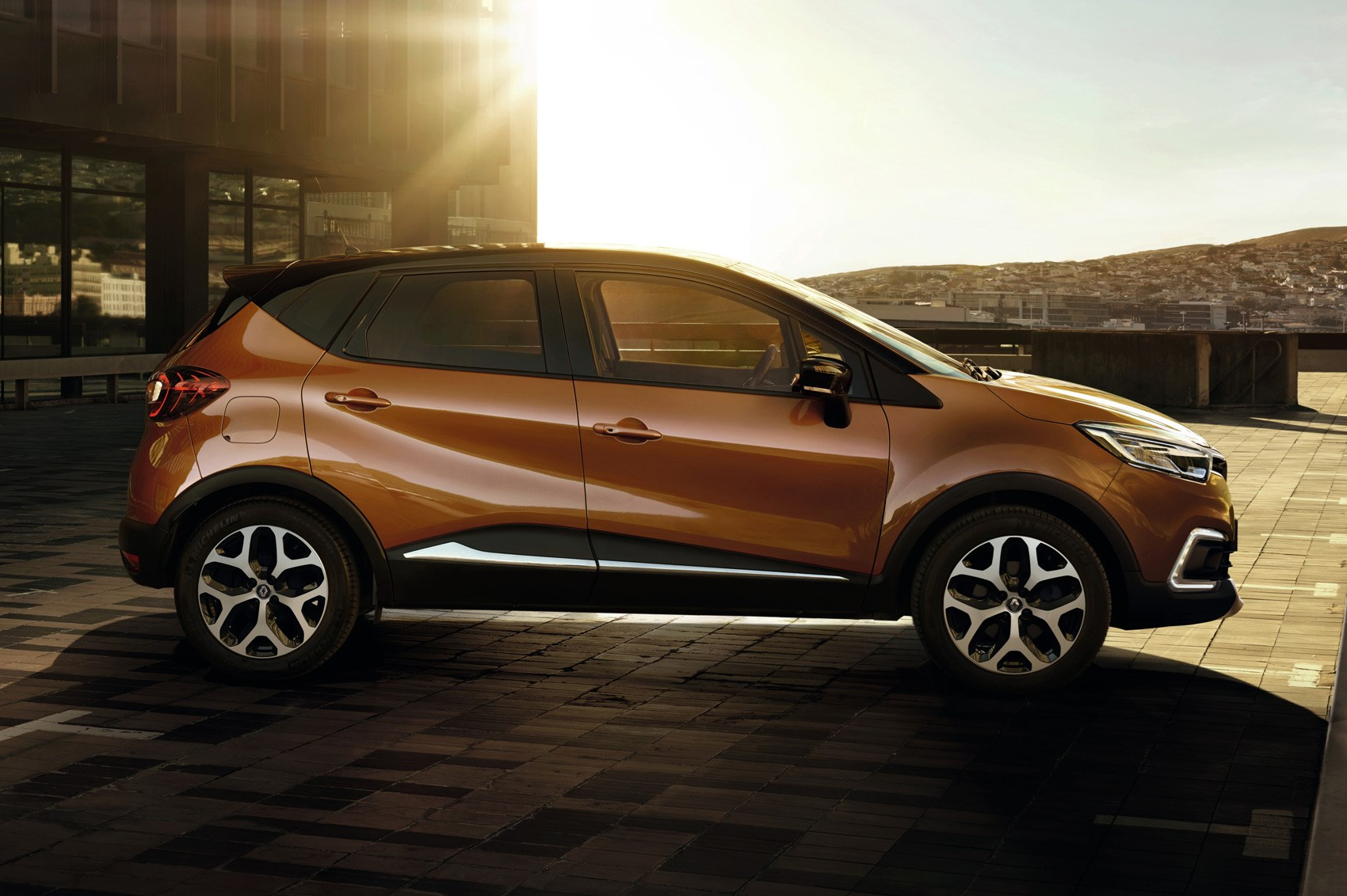 new renault captur nip and tuck time for french crossover by car magazine. Black Bedroom Furniture Sets. Home Design Ideas