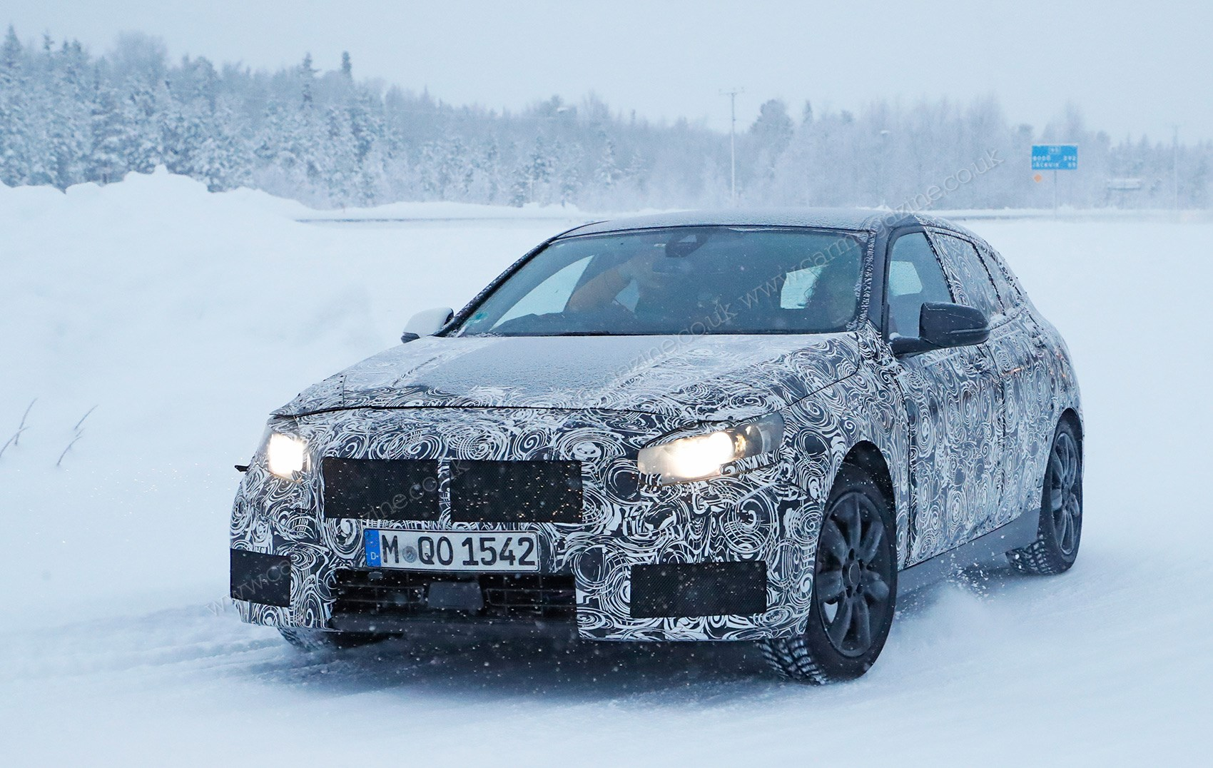 new front wheel drive bmw 1 series spied winter testing by. Black Bedroom Furniture Sets. Home Design Ideas
