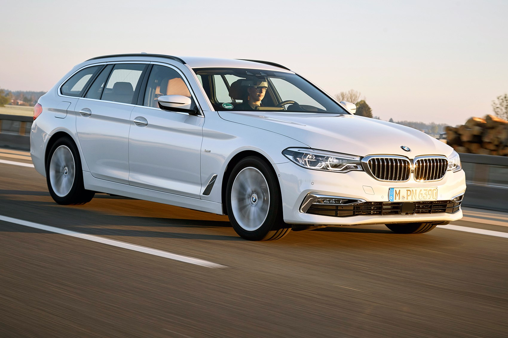 bmw 5 series touring 2017 review by car magazine. Black Bedroom Furniture Sets. Home Design Ideas