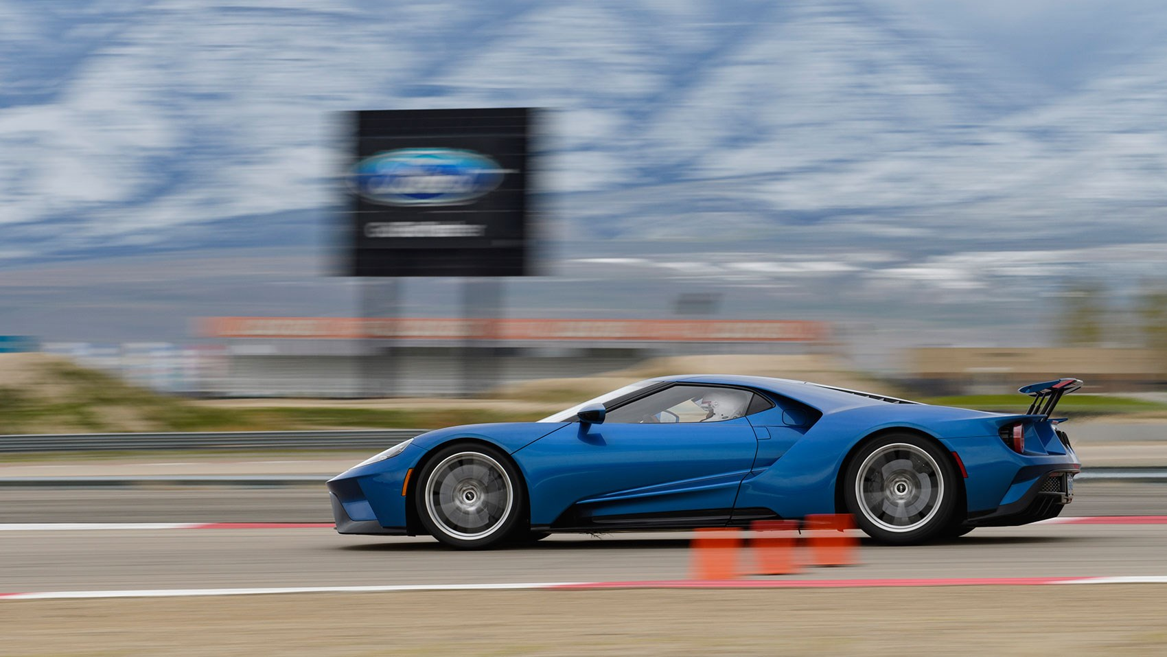 We Drove The New Ford Gt On Road And Track