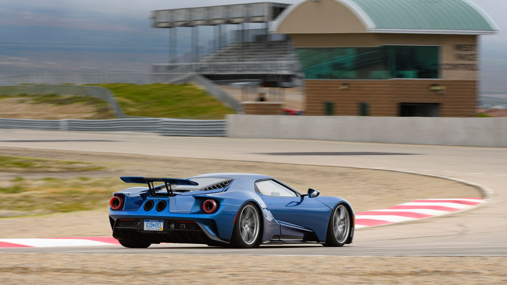 Ford Gt Supercar A Race Car For The Road