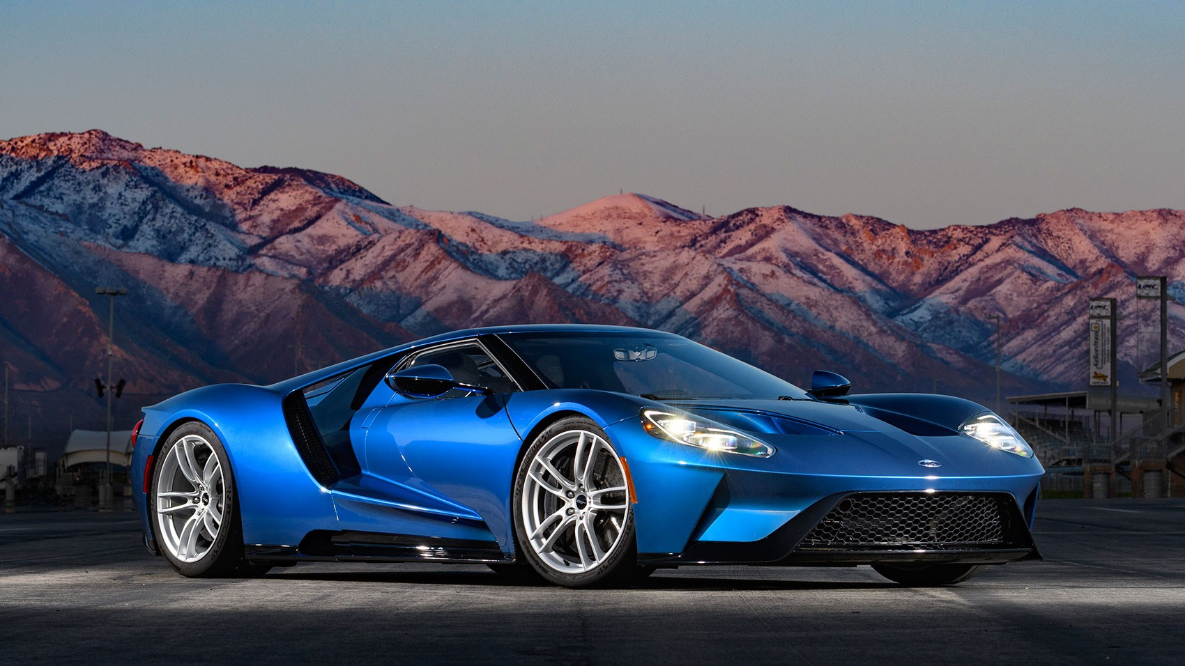 Ford Gt Made Of Carbonfibre And Aluminium