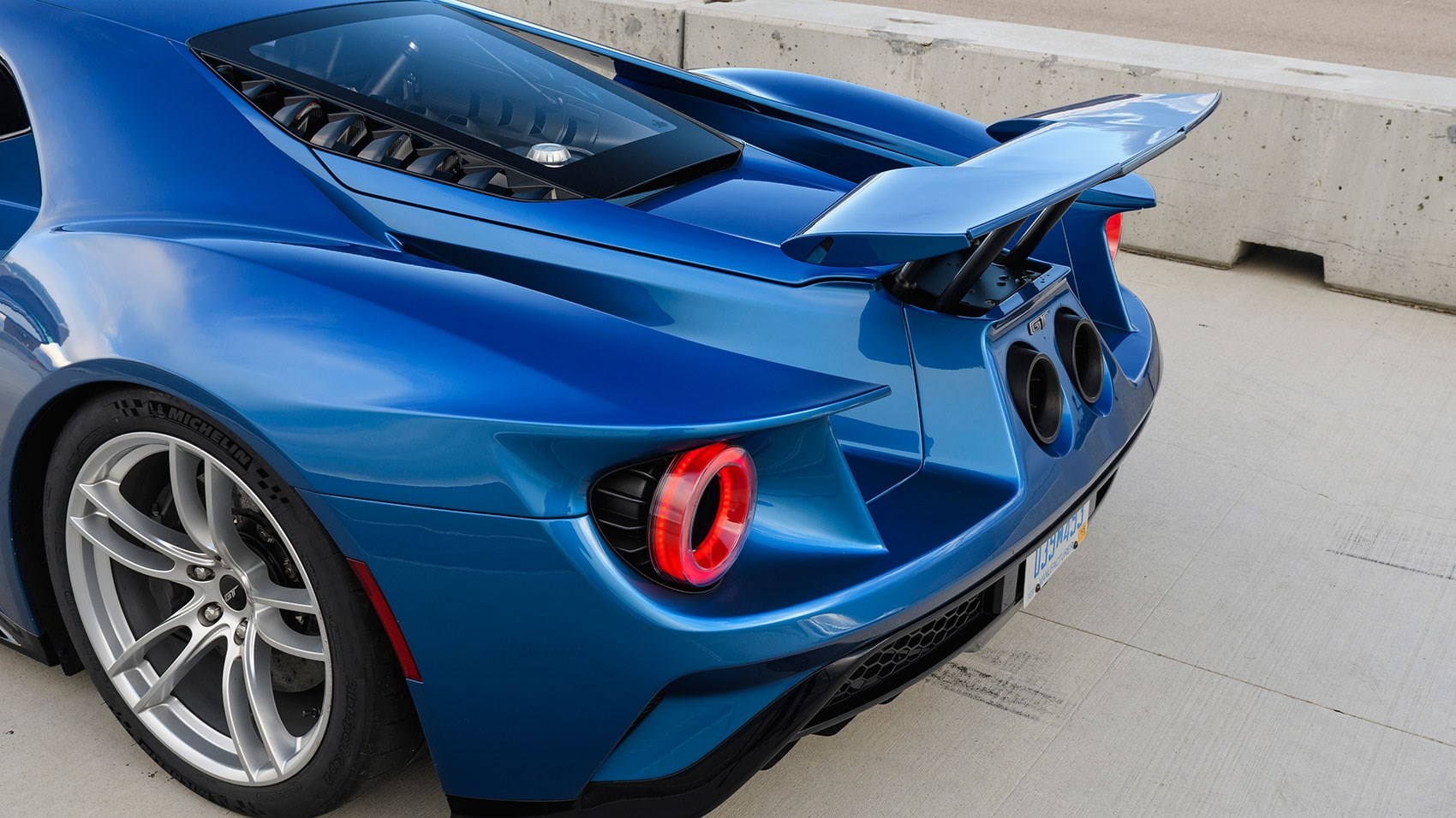 Ford Gt Made Of Carbonfibre And Aluminium Rear Air Brake Pops Up For High Speed Work