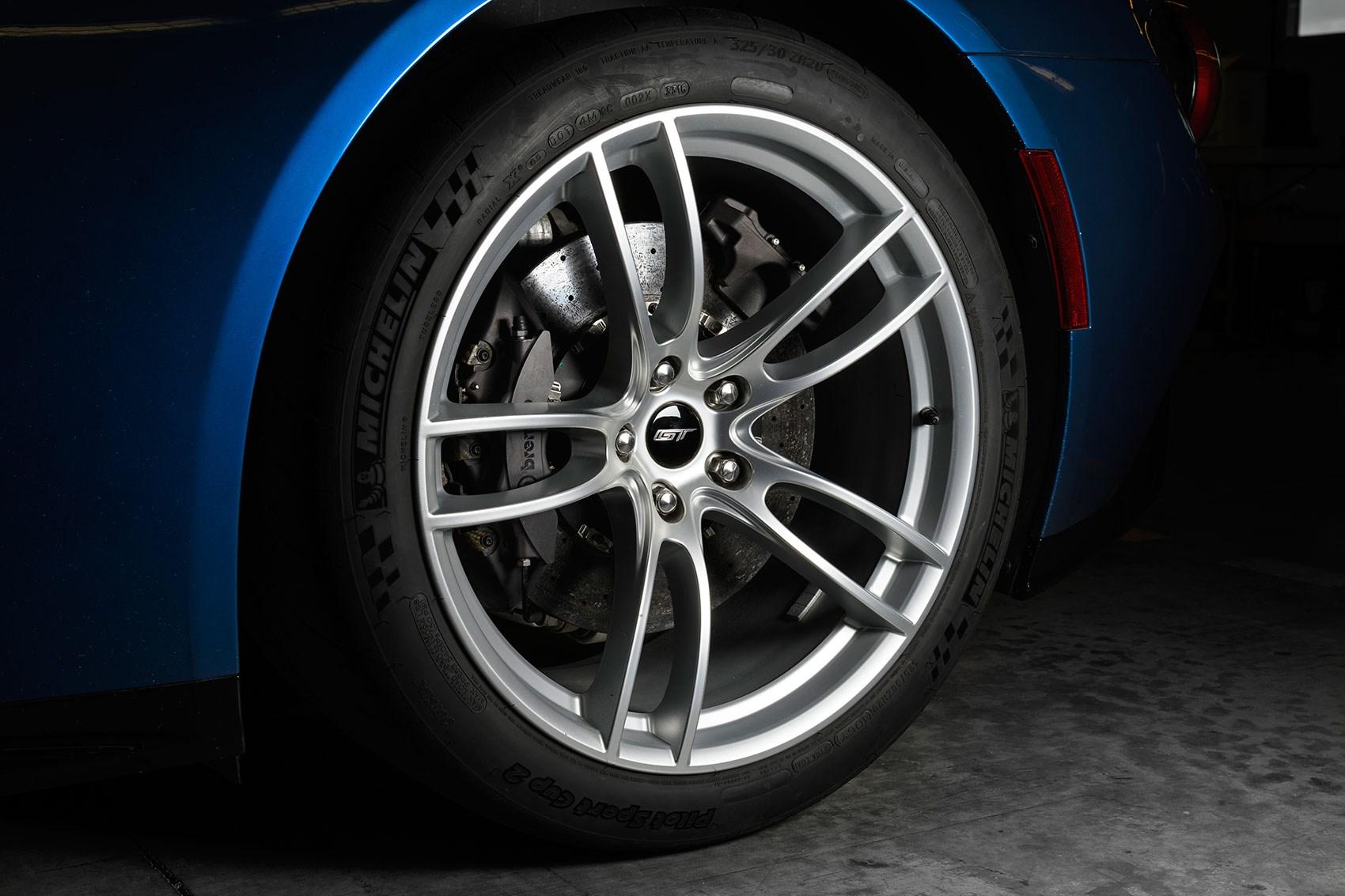 Ford GT alloy wheels: lightweight
