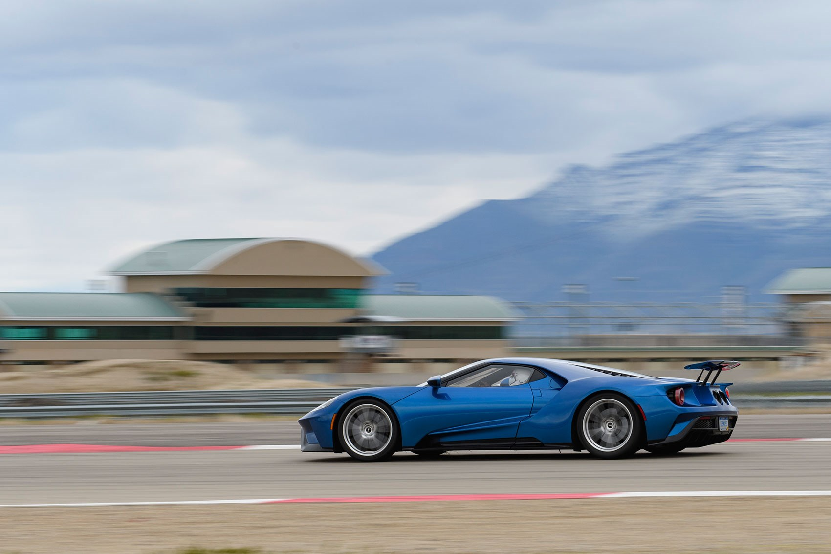 Ford GT: side profile
