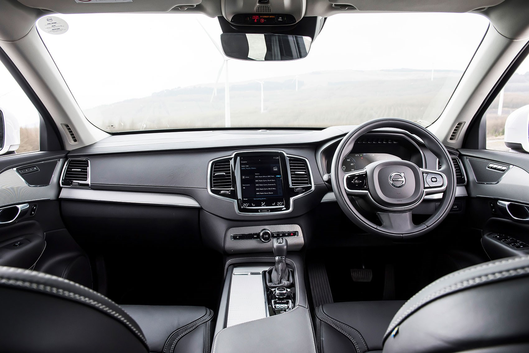 Land Rover Discovery vs Audi Q7 vs BMW X5 vs Volvo XC90 parison