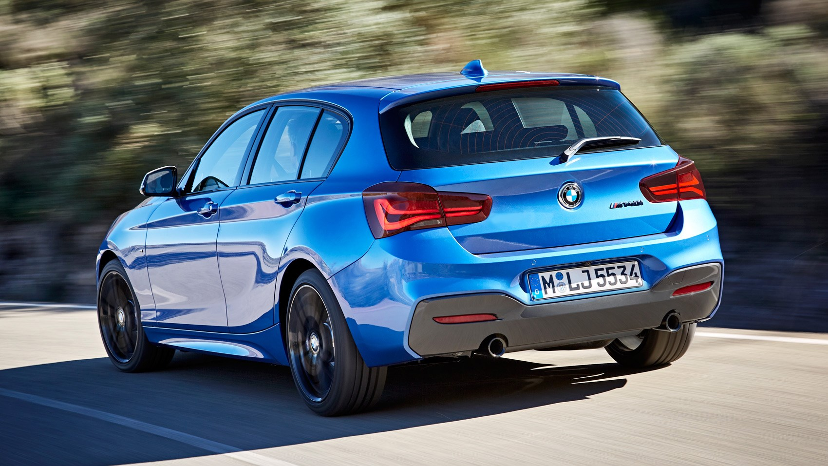 BMW M140i rear tracking