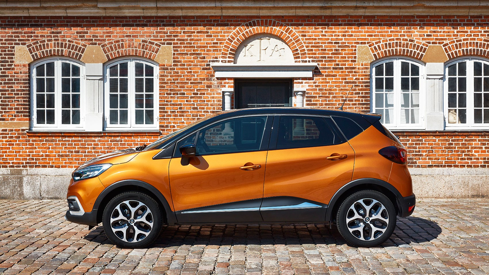 Renault captur signature s nav tce 120 2017 review car for Renault captur grigia