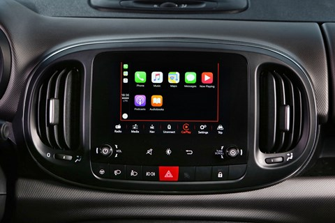 Fiat 500L 2017 Apple CarPlay