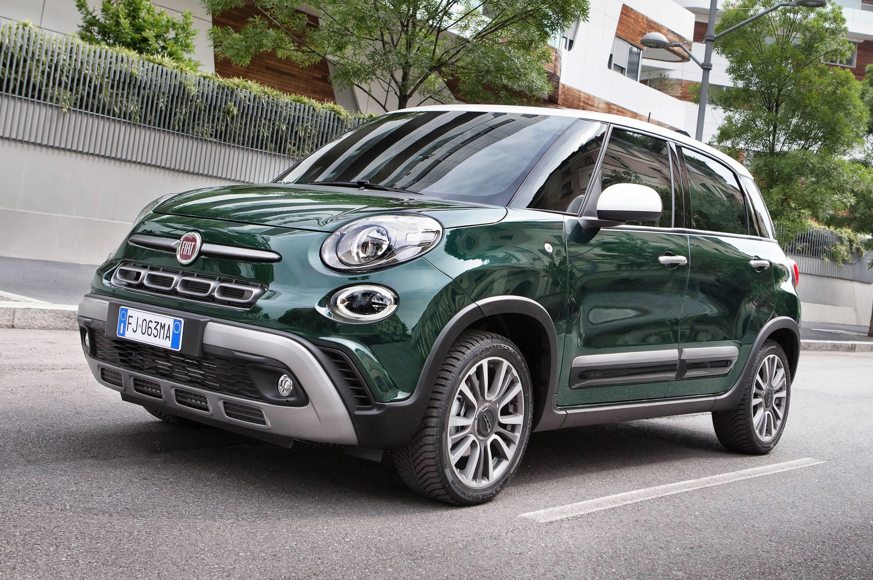 new fiat 500l fatter fiat 500 sibling gets nip tuck car magazine. Black Bedroom Furniture Sets. Home Design Ideas
