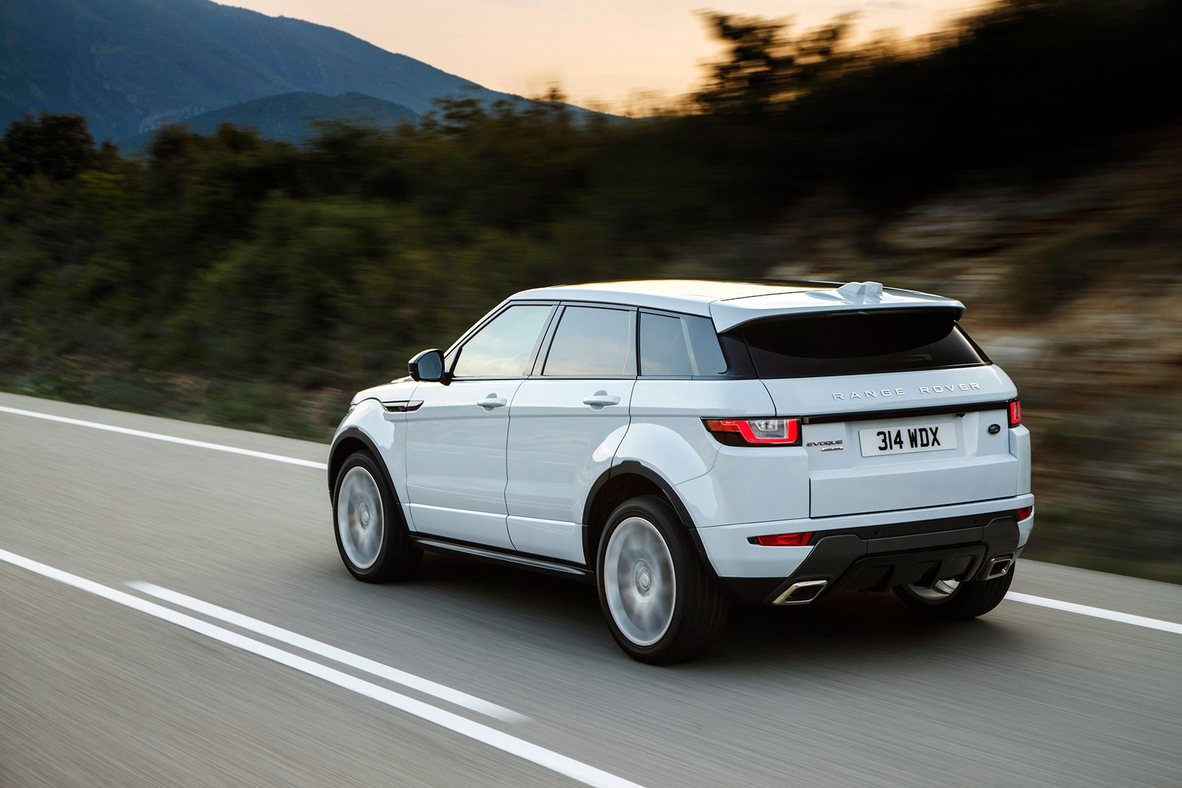 Land Rover Discovery Sport Range Rover Evoque 2018 Model