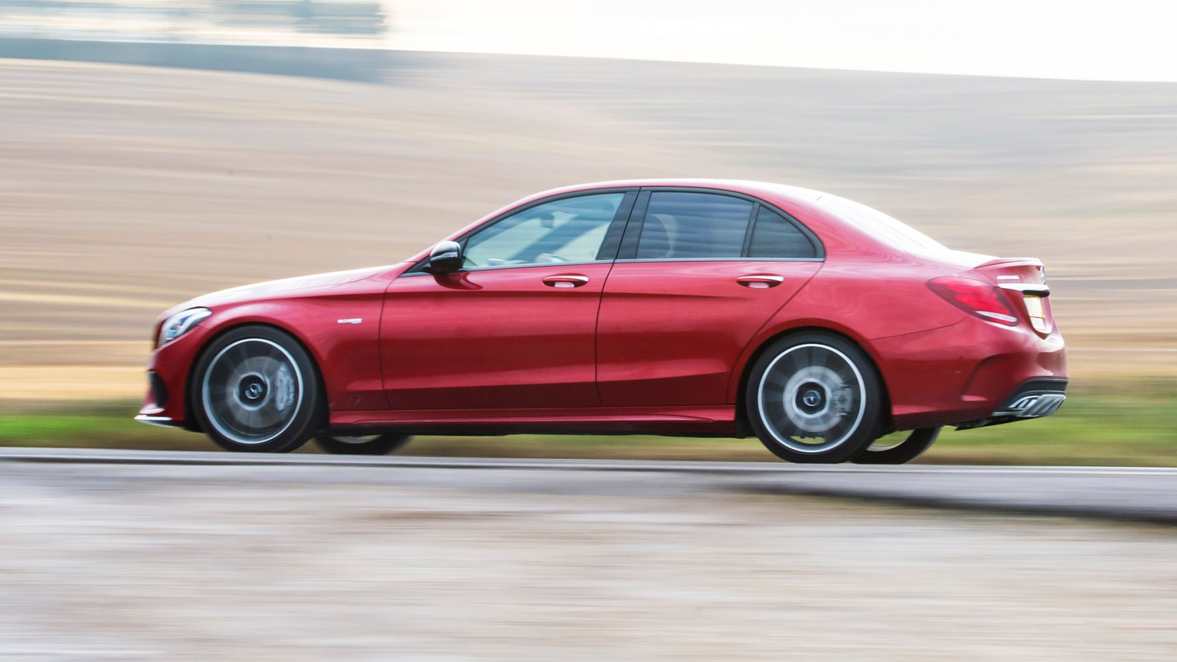 Mercedes-AMG C43 side tracking