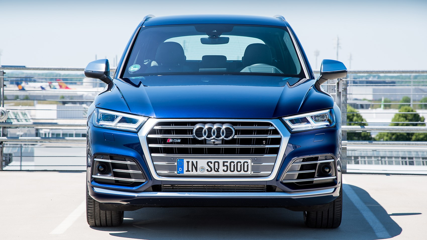 new audi sq5 2017 review the crossover benchmark car. Black Bedroom Furniture Sets. Home Design Ideas