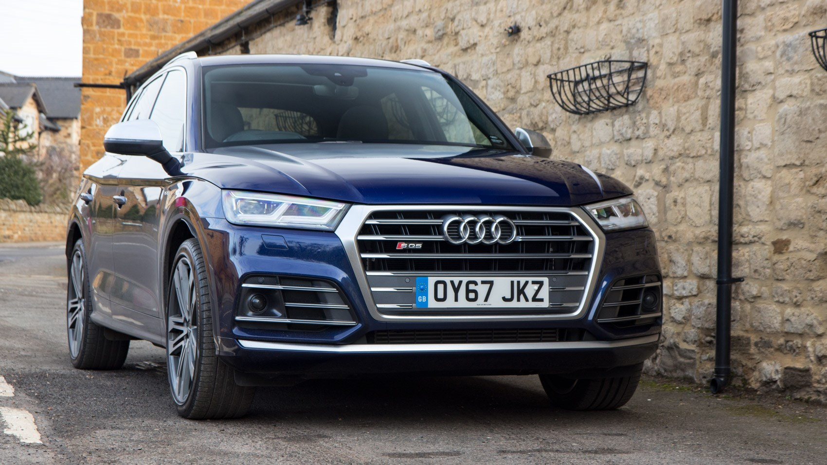But The New Sq5 Is Bordering On Lively In Dynamic Mode Sure It Can T Offer Feedback You D Get From A Proper Audi Rs Car Does Deliver