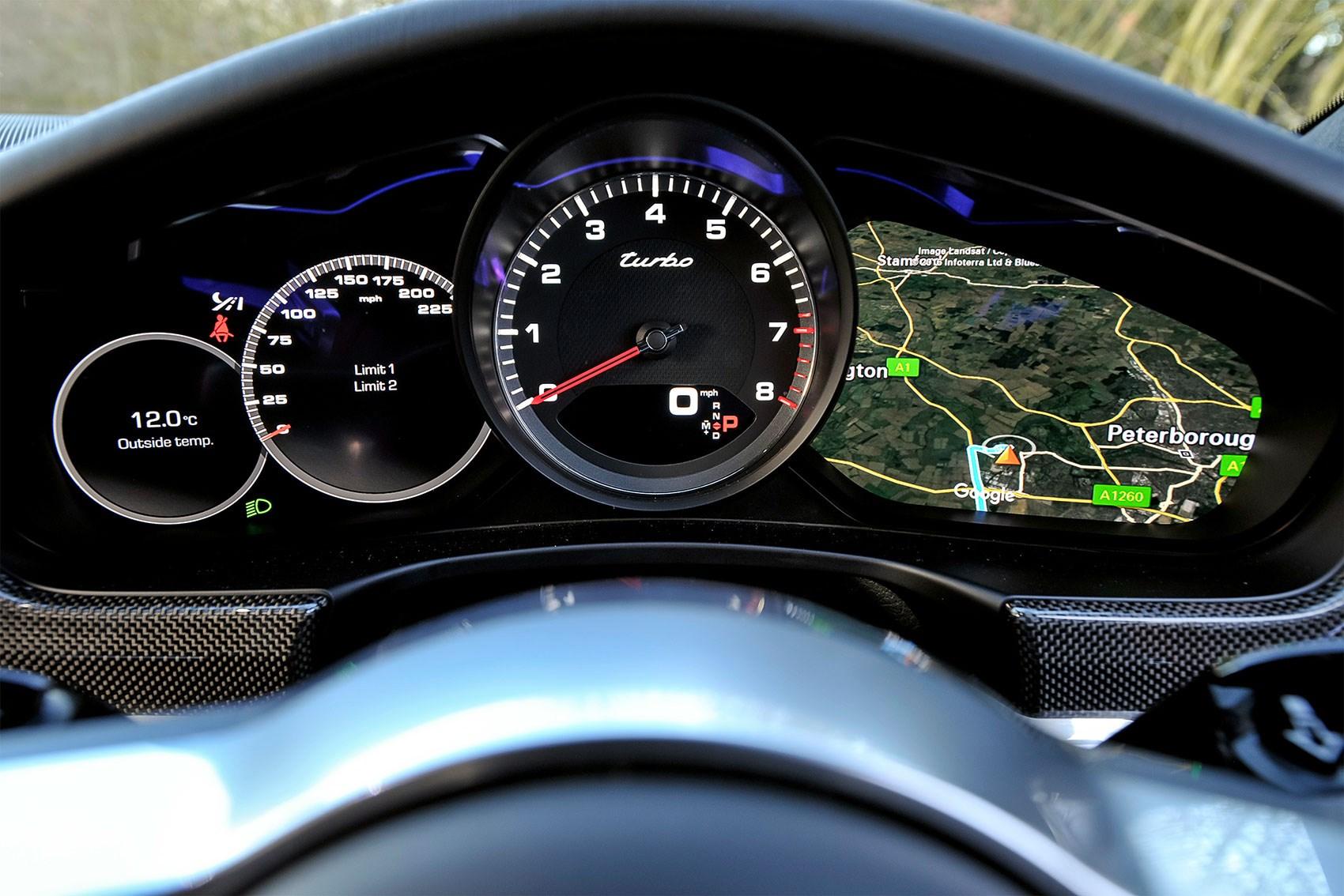 Rien sur la nouvelle classe A - Page 2 Porsche-advanced-cockpit-4