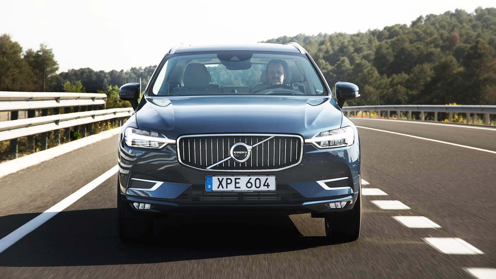 Volvo XC40 front tracking