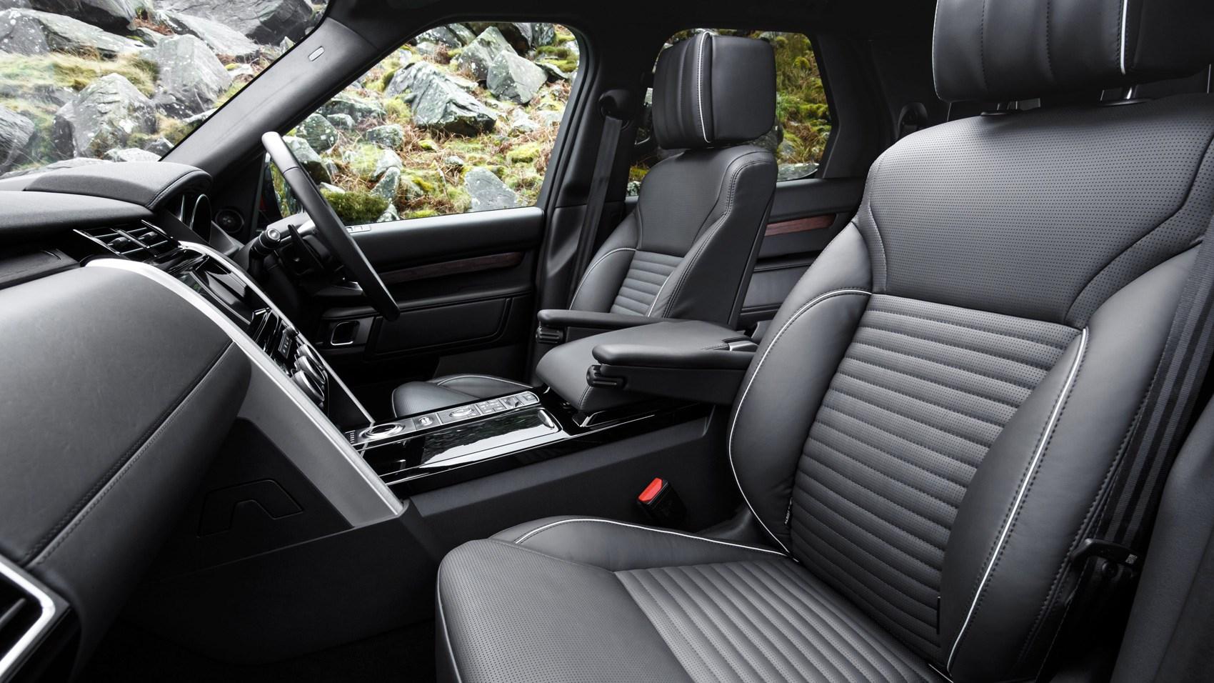 Land Rover Discovery sD4 interior