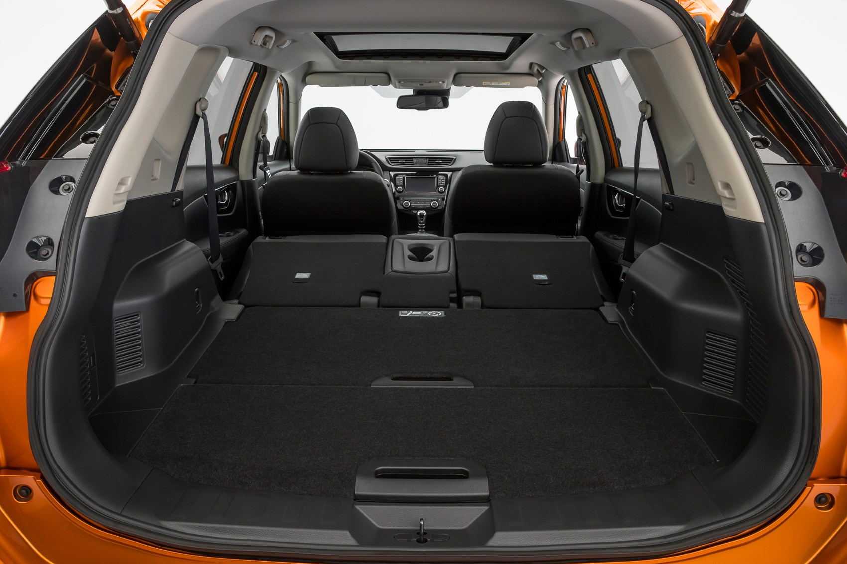 nissan x trail 2017 facelift pictures specs and details by car magazine. Black Bedroom Furniture Sets. Home Design Ideas