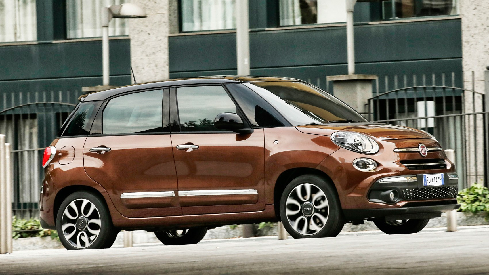 fiat 500l 2017 facelift review by car magazine. Black Bedroom Furniture Sets. Home Design Ideas
