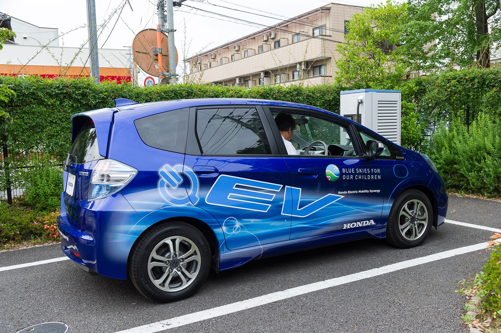 Honda Jazz Ev Charges Up At Home Whirrs Around Silently On The Daily Commute Smart