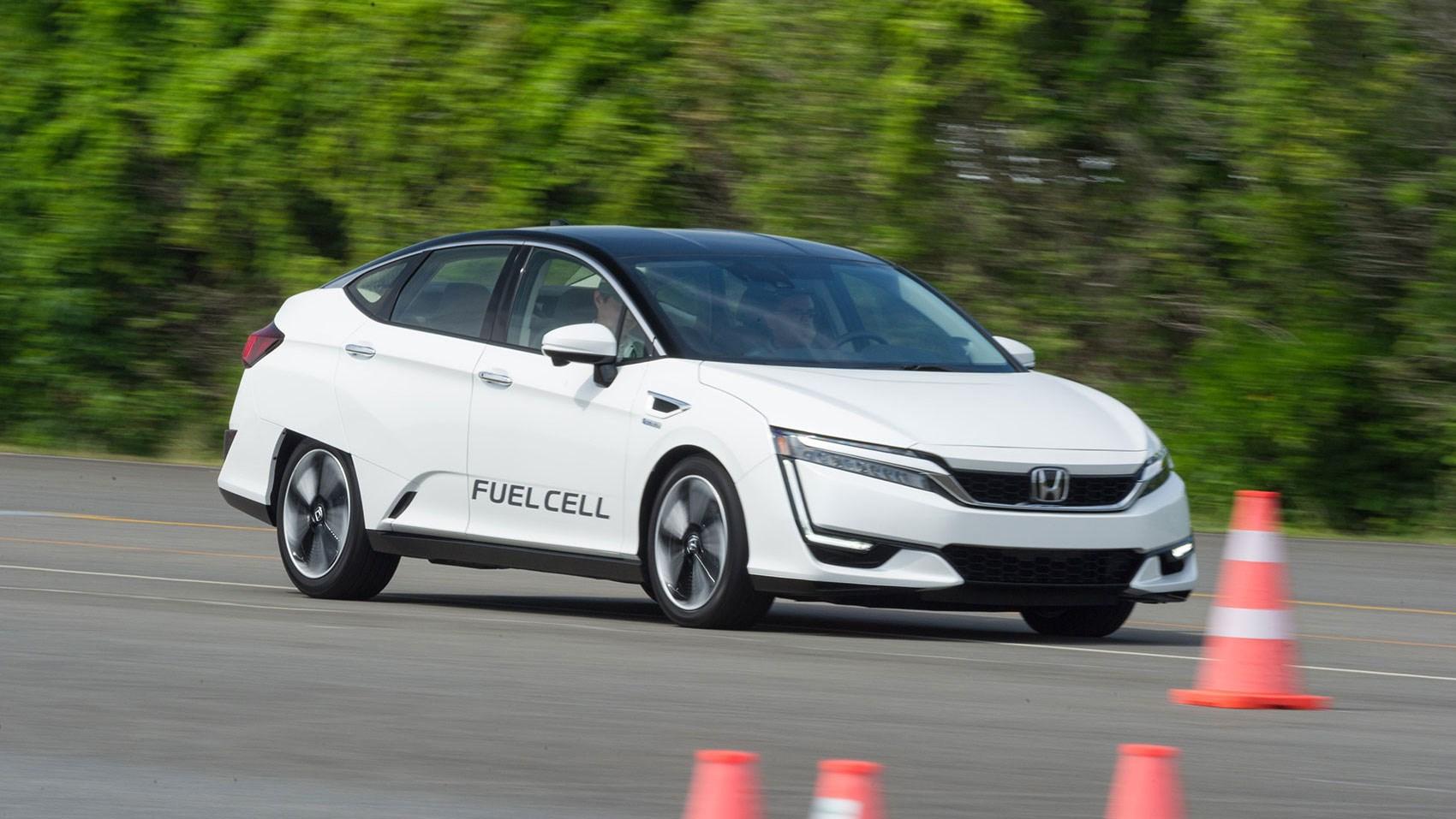 Honda Clarity reviews: electric vs hybrid vs hydrogen tech ...