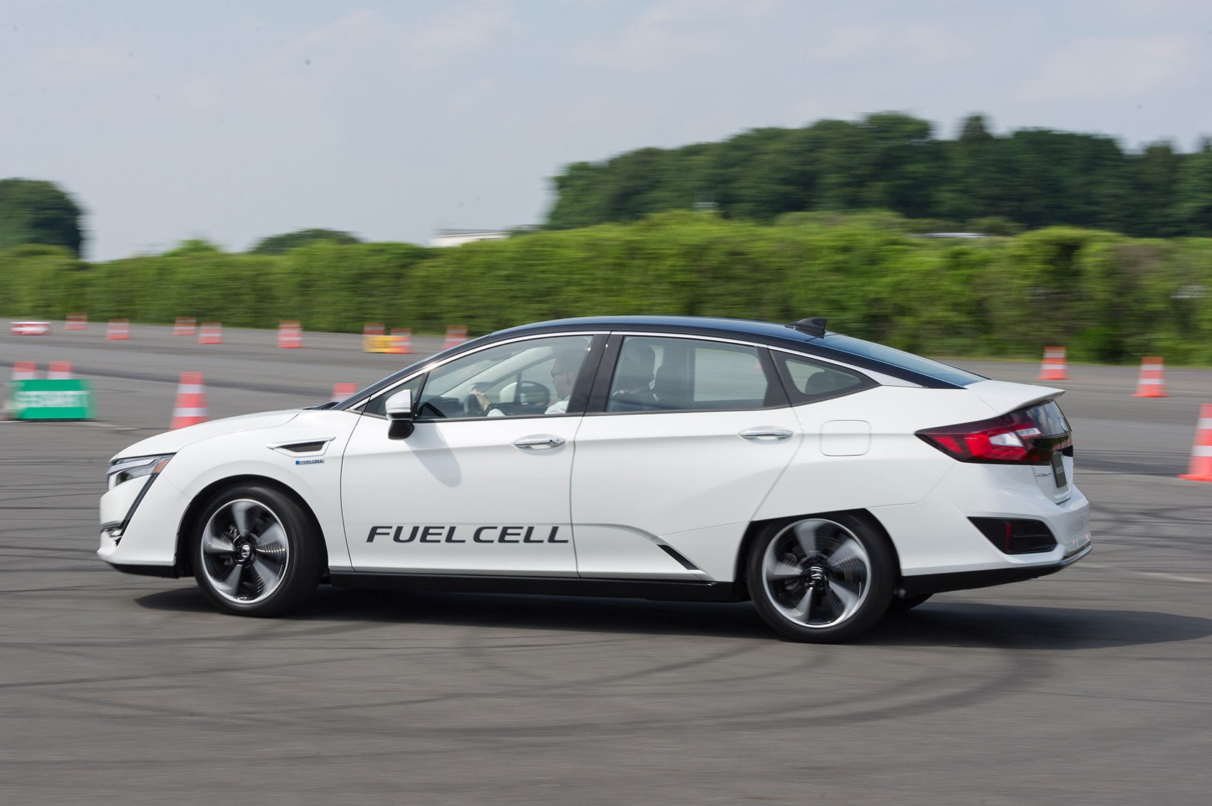 Honda Clarity fuel-cell uses hydrogen power