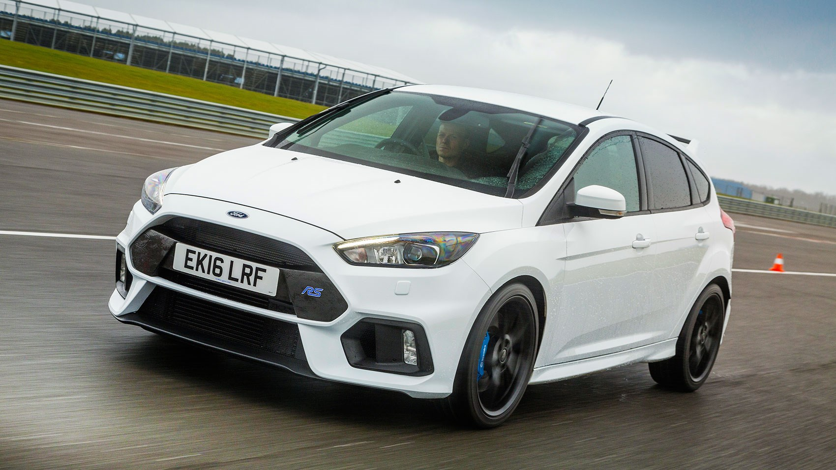 interior of ford focus rs remains unchanged on mountune version
