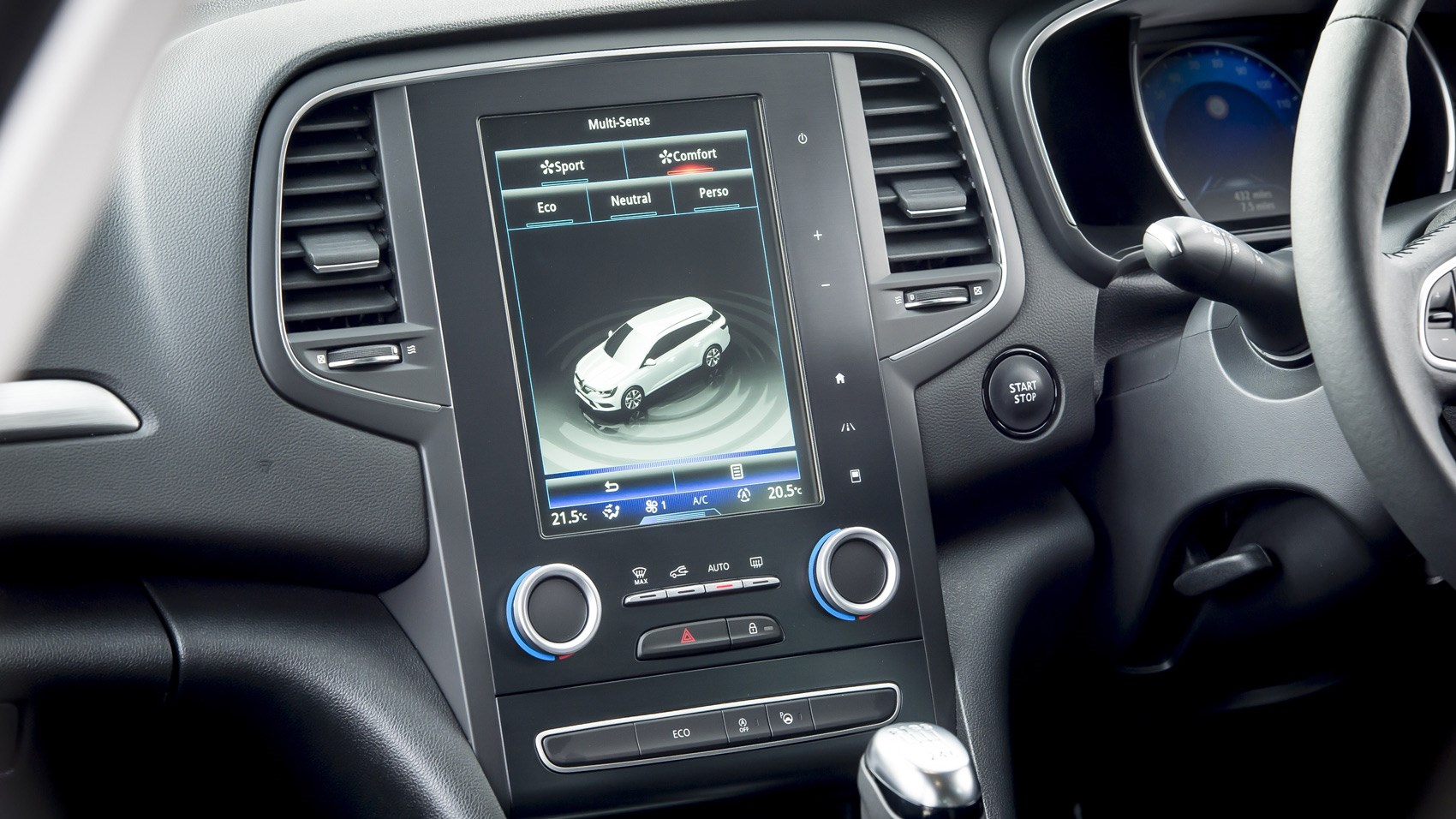 Renault Megane estate infotainment