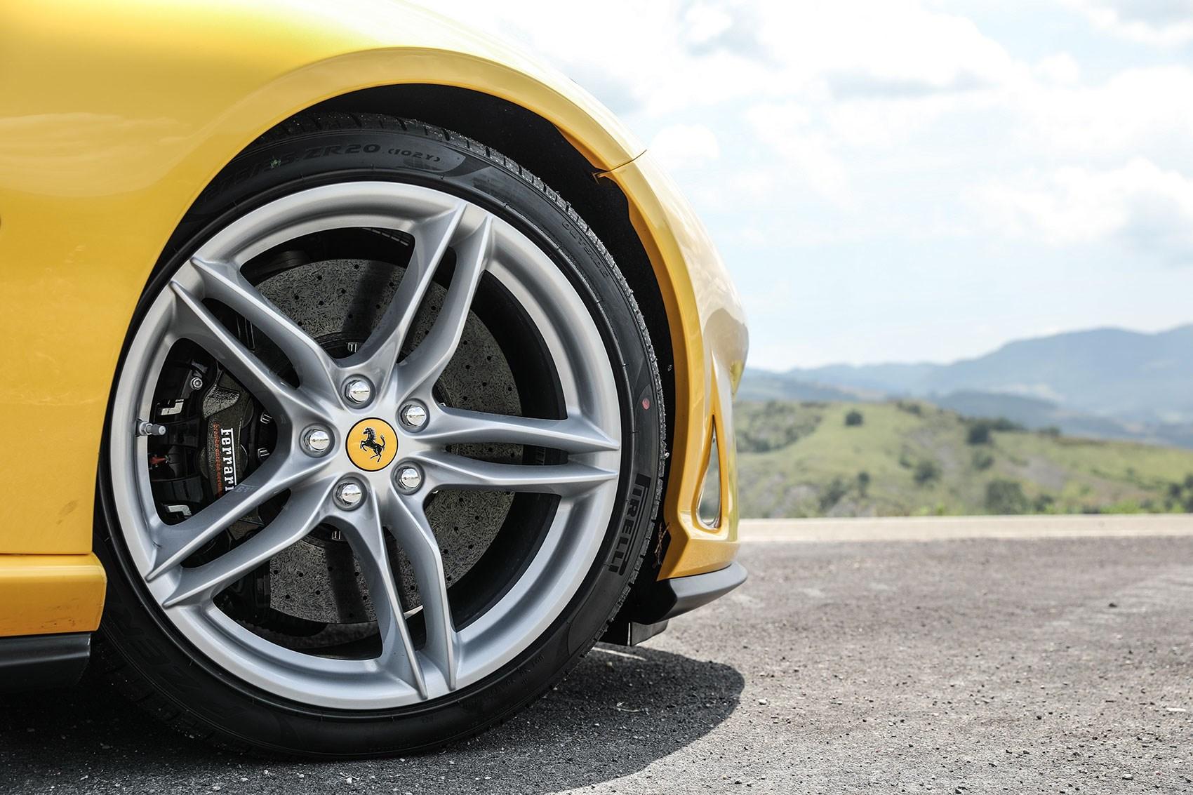 Ferrari 812 Superfast brakes