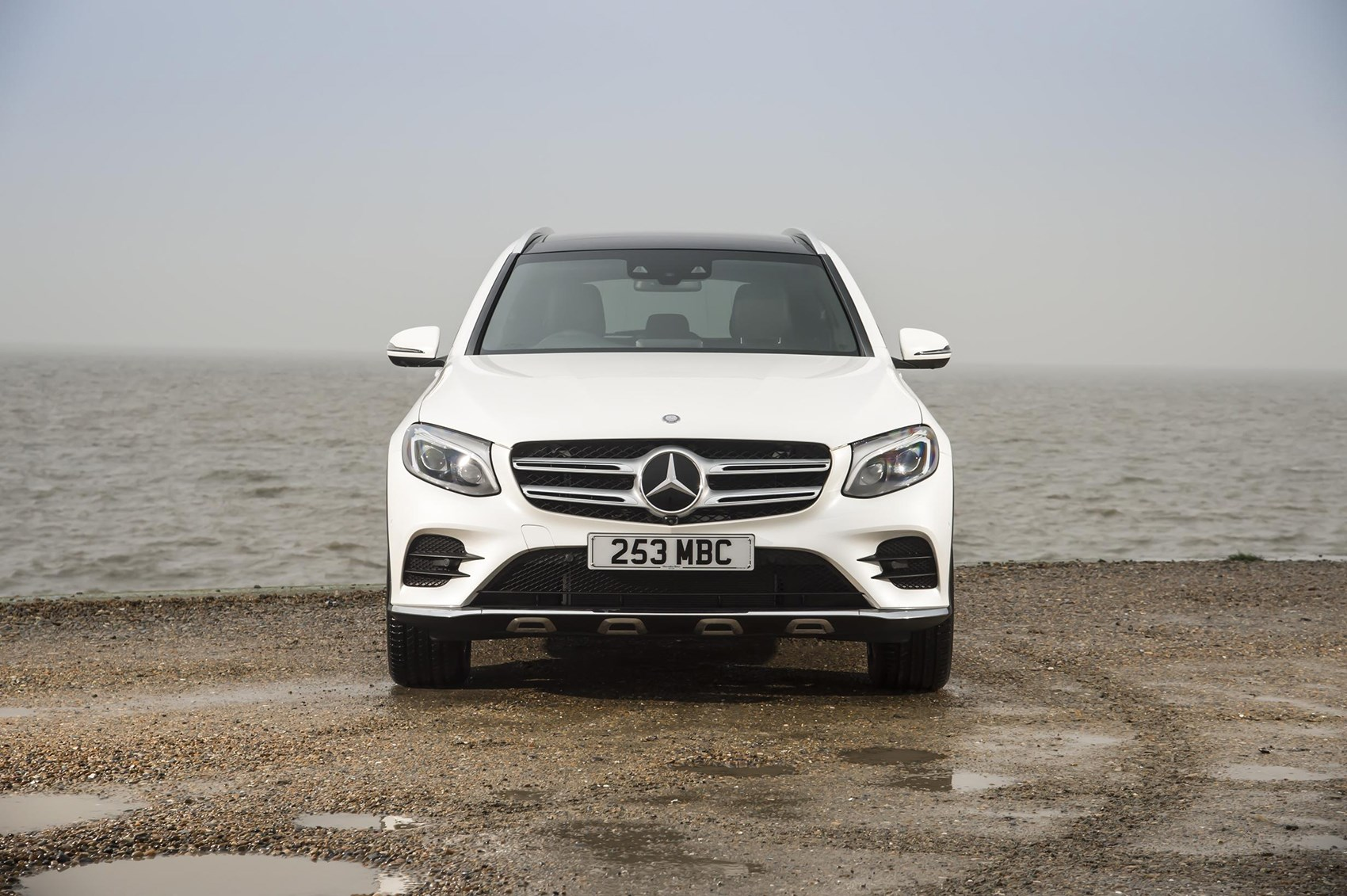 mercedes glc 350d 4 matic amg line 2017 review by car magazine. Black Bedroom Furniture Sets. Home Design Ideas