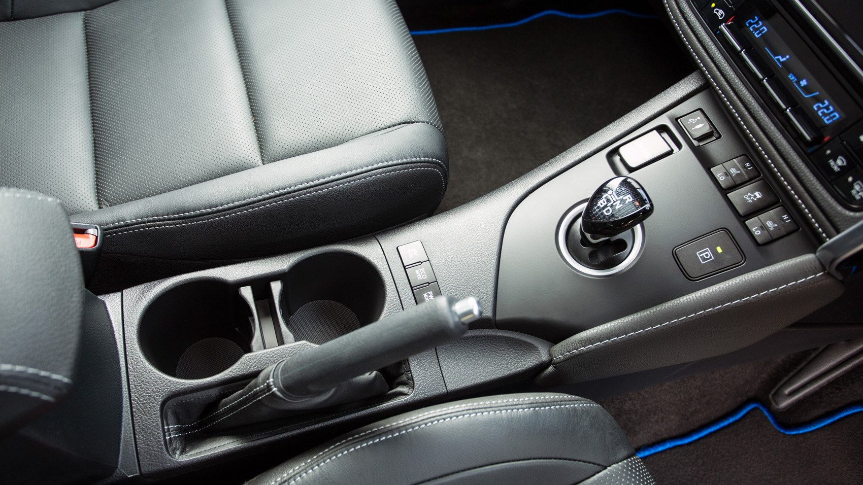 Toyota Auris Hybrid estate centre console