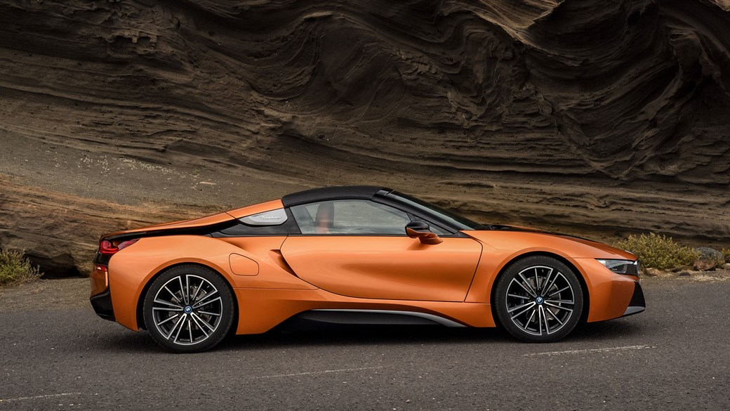 Soft-top super-hybrid: 2018 BMW i8 Roadster revealed
