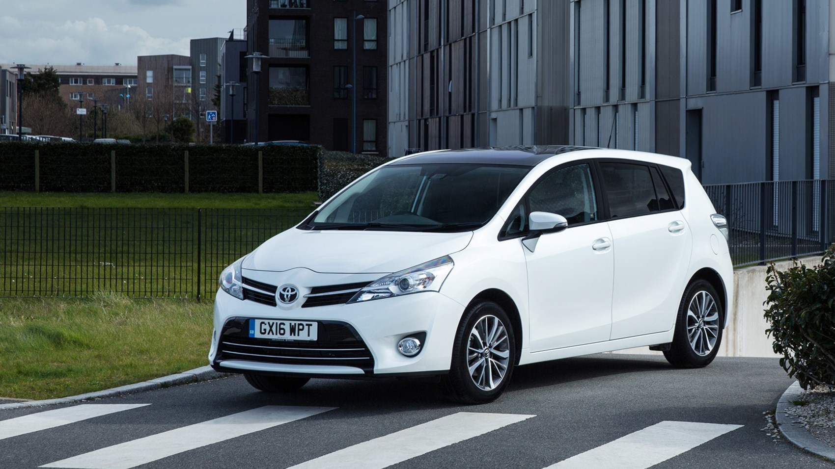Toyota Verso 1.6D Design (2017) review by CAR Magazine