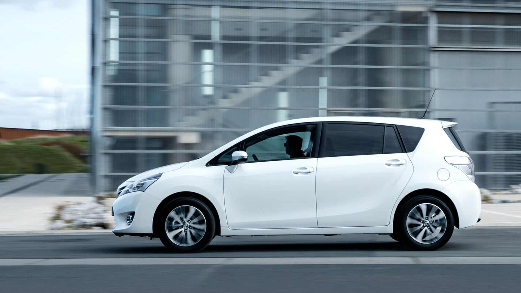 Toyota Verso side panning