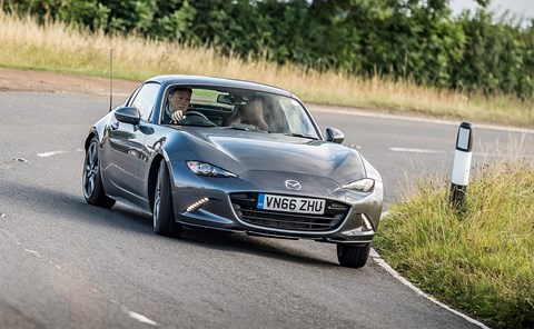 Mazda MX-5 RF: will it drift? Yes, it can...