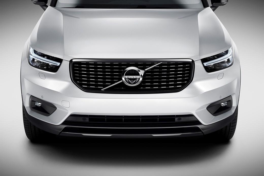 Volvo XC40'taki ticari marka Thor's Hammer farlar