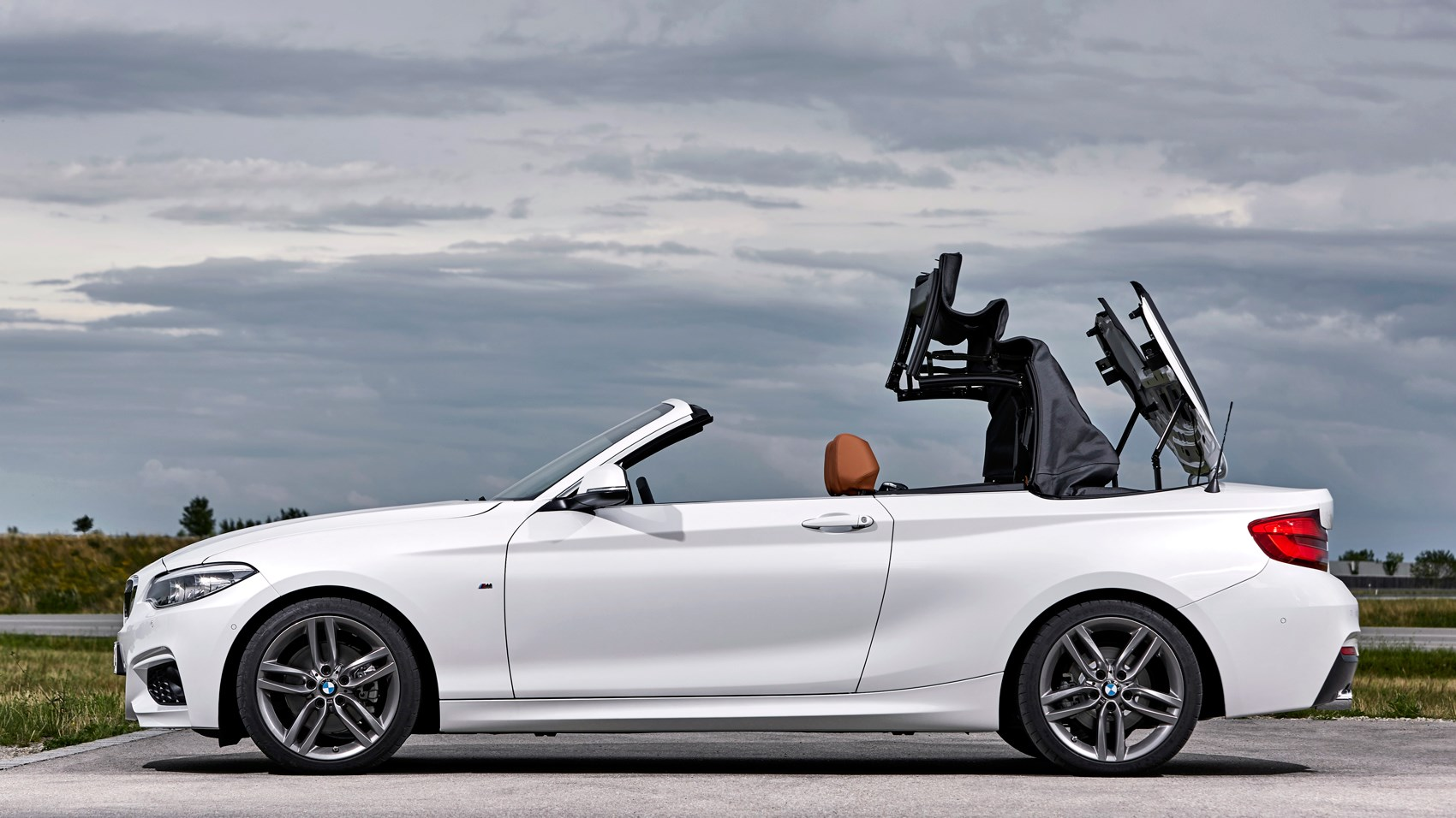 BMW 220d convertible roof closing
