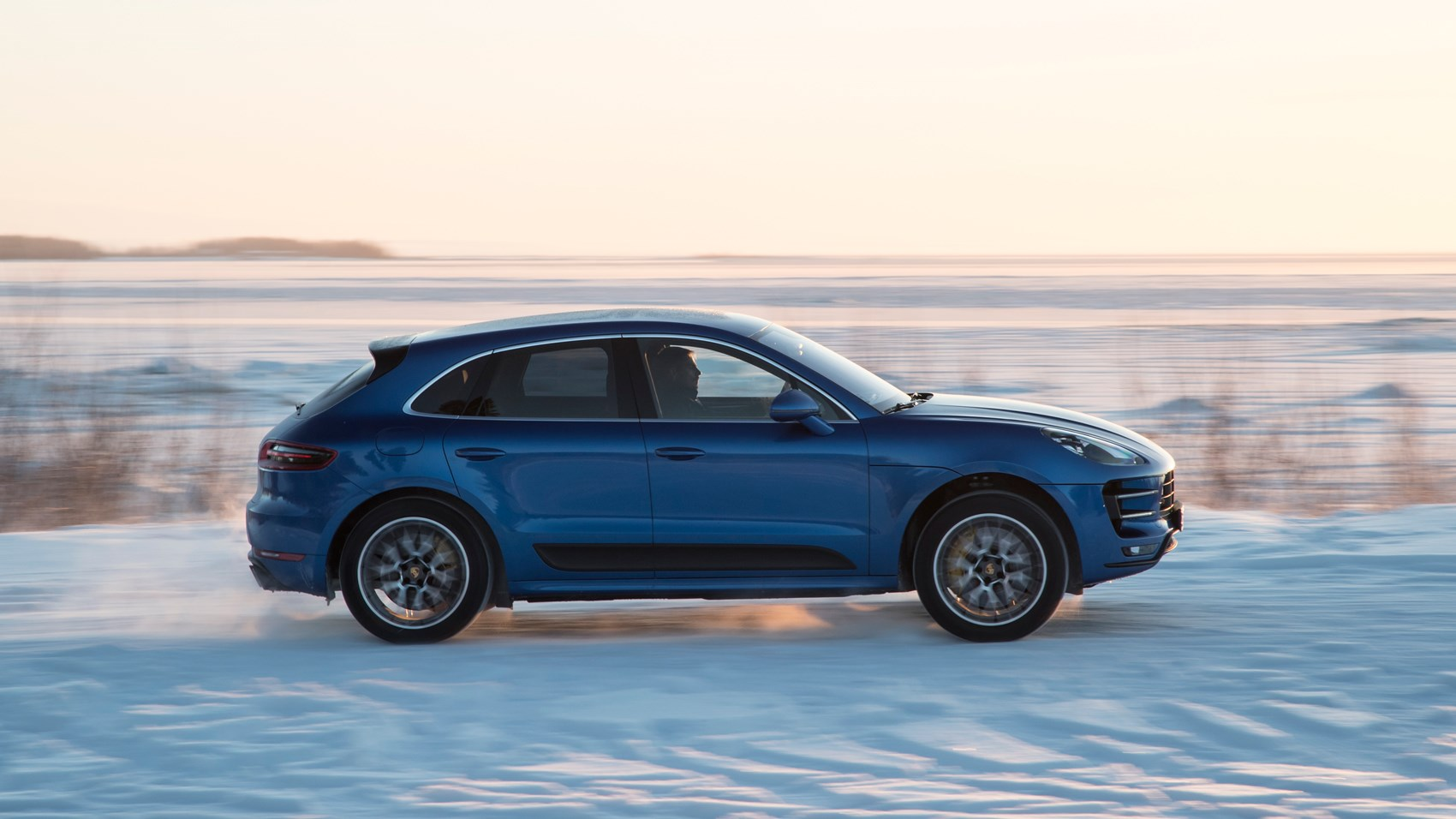 porsche macan turbo performance pack 2017 review car magazine. Black Bedroom Furniture Sets. Home Design Ideas
