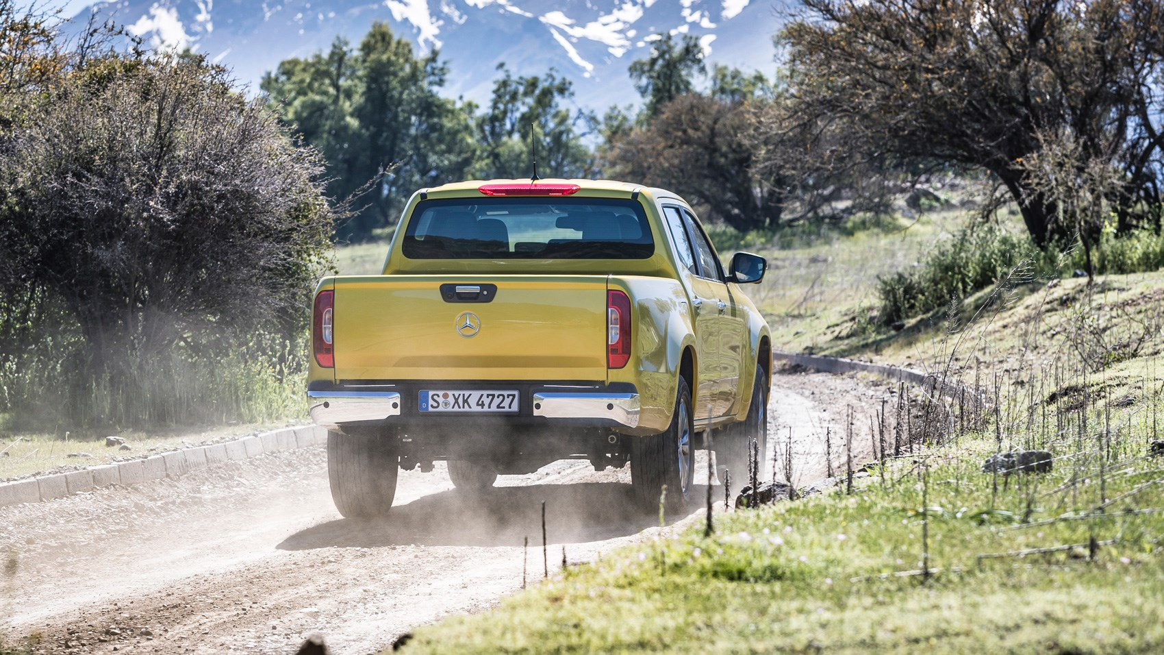Mercedes X-Class yellow rear tracking