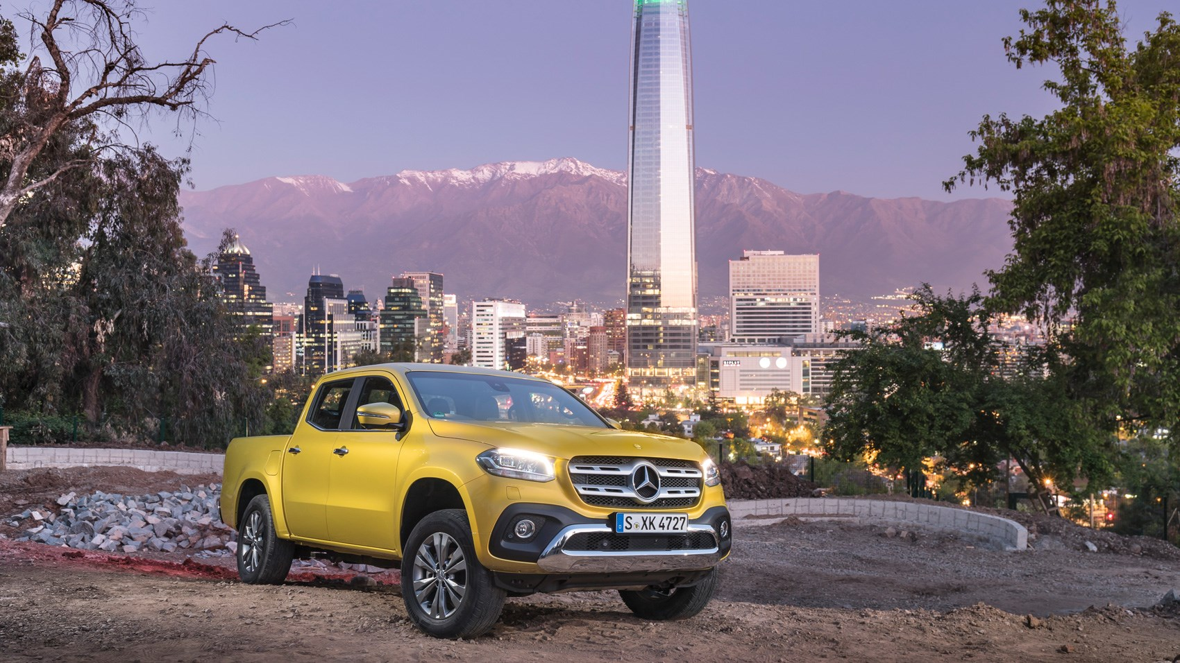 https://car-images.bauersecure.com/pagefiles/74695/_x-class_yellow_04.jpg