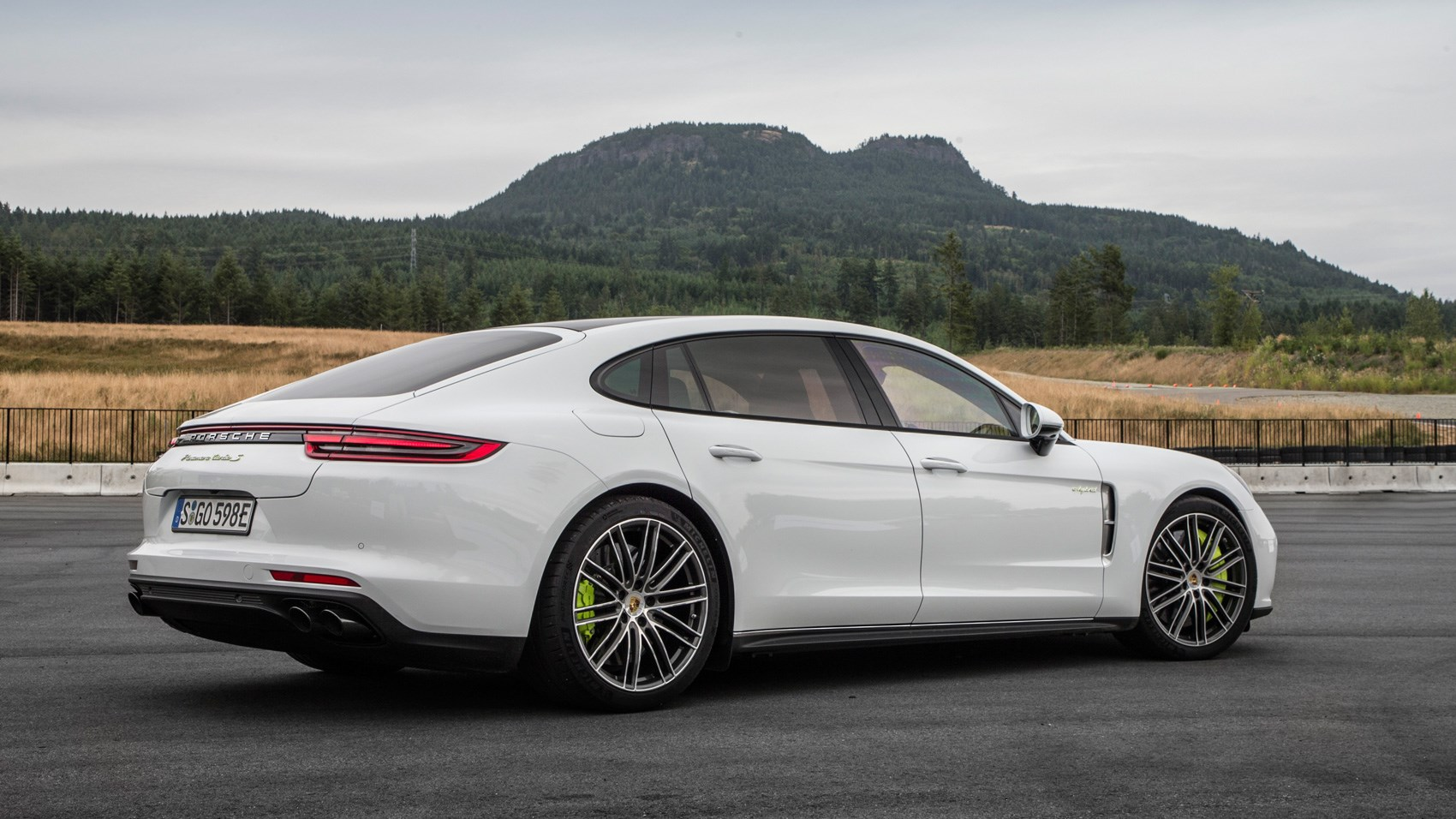 porsche panamera turbo s e hybrid 2017 review by car magazine. Black Bedroom Furniture Sets. Home Design Ideas