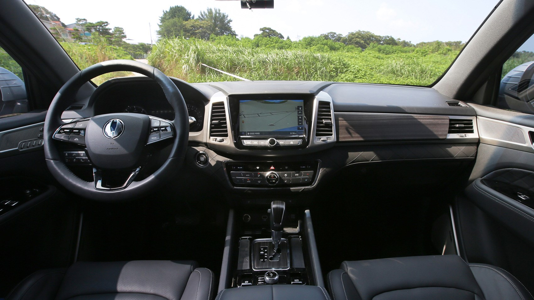 SsangYong Rexton interior