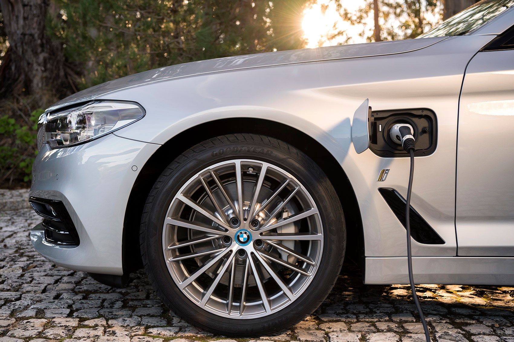 Plug-in hybrid: the first BMW 5-series PHEV is the 530e iPerformance