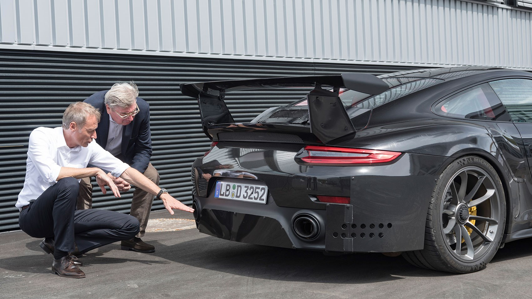 Attrayant CAR Hitches A Ride In The New Porsche 911 GT2 RS